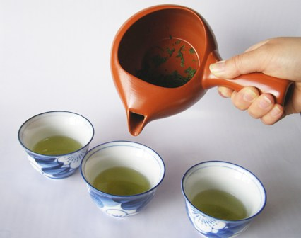 Tee eingiessen